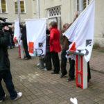 Der Startschuss fällt: Fahnen des Campus Rütli - CR² werden gehisst.
